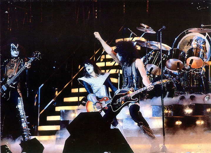 1977.... Kiss%20Stage1
